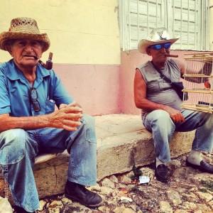 Spettatori del cambio gomma a Trinidad